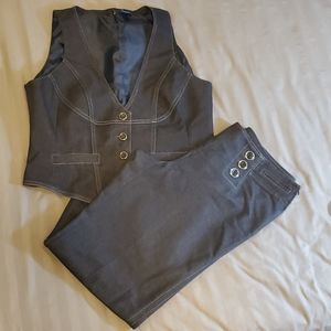 New Directions 2pc Denim outfit. Size Large.